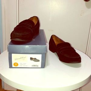 NWOT Universal Thread faux suede loafer